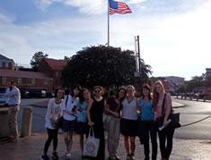 留学生とアナポリスモールシティー 見学後の記念写真